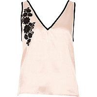 Oudroze pyjamatop met bloemenapplicatie