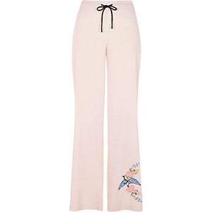 Pantalon de pyjama rose avec motif oiseau brodé