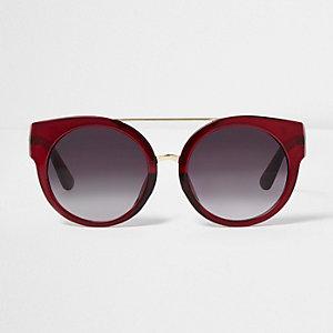 Rote Cateye-Sonnenbrille mit getönten Gläsern