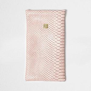 Roze zonnebrillenetui met slangenprint
