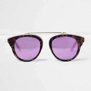Braune Schildpattsonnenbrille mit lila Gläsern
