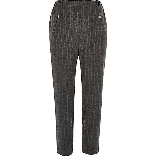 Pantalon doux fuselé gris rayé