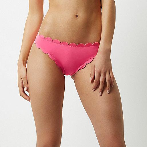 Bas de bikini rose à bordure festonnée