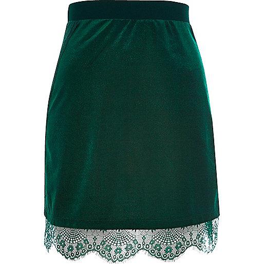 Mini jupe vert foncé en velours bordée de dentelle