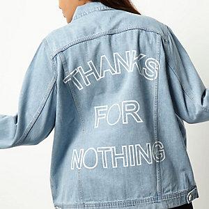 Plus – Hellblaue Jeansjacke mit Slogan