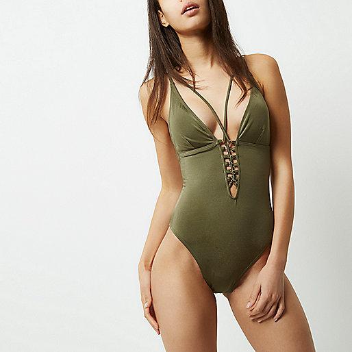 Maillot une-pièce vert kaki à décolleté plongeant lacé