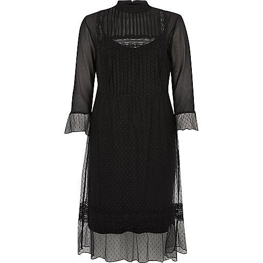 Robe mi-longue en dentelle noire style victorien