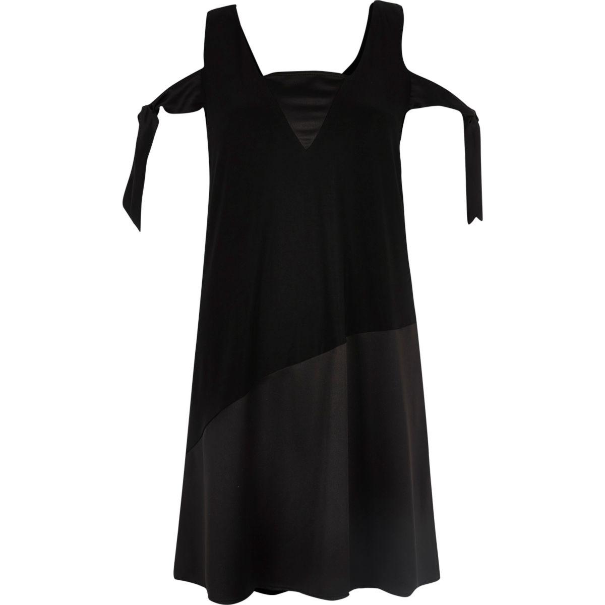 Robe trapèze à épaules dénudées avec lien noir