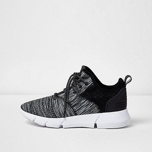 Baskets de course noires et grises