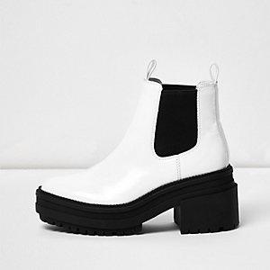 Weiße Chelsea-Stiefel mit Blockabsatz