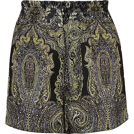 Green paisley print causal shorts