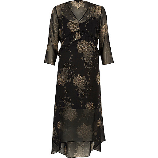 Robe longue noire à imprimé floral et volants