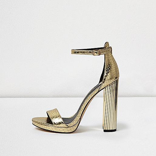 Sandales dorées à talons et plateforme effet écailles