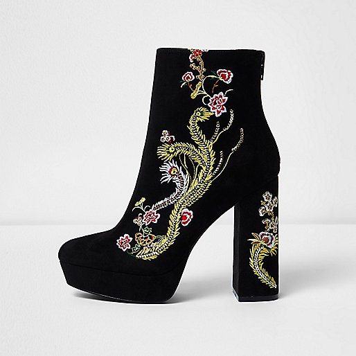 Zwarte laarzen plateauzool en geborduurde bloemen