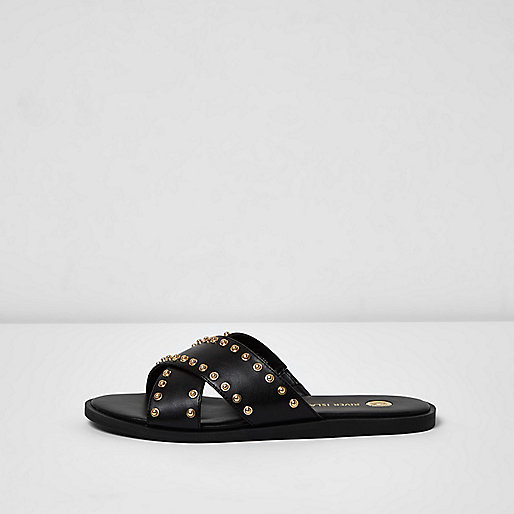 Zwarte slippers met gekruiste bandjes en studs