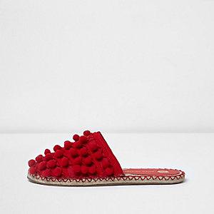 Sandales rouges à pompon
