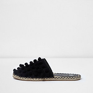 Black pom pom sliders
