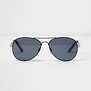 Black smoke lens aviator sunglasses