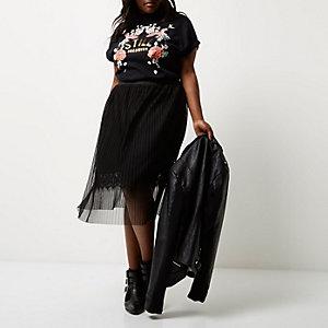 Jupe mi-longue Plus noire plissée bordée de dentelle