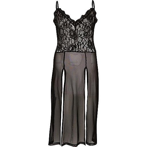 Schwarzer Kleid mit Schlitz und Spitzeneinsatz