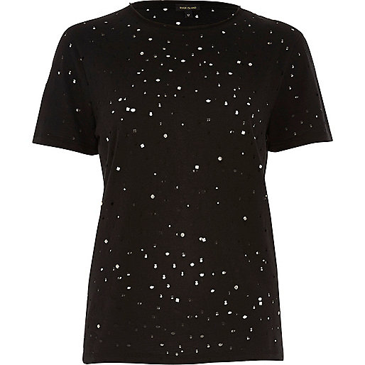 Schwarzes T-Shirt im Used-Look mit Nietenverzierung