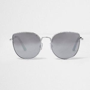 Zilverkleurige cat-eye-zonnebril met structuur