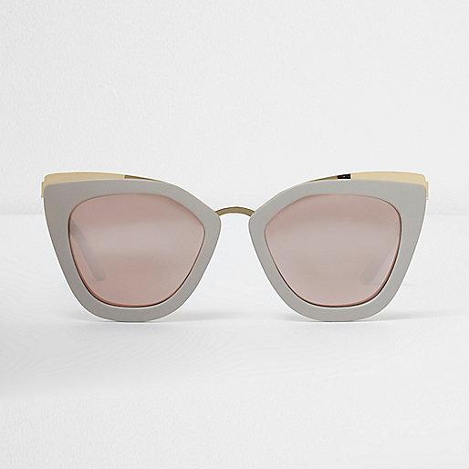 Lunettes de soleil oversize grises avec verres effet - Miroir en forme de lunette ...