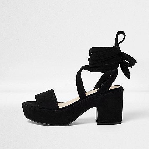 Sandales noires douces à plateformes et talons mi-hauts avec lien à nouer
