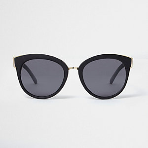 Black matte cat eye smoke lens sunglasses