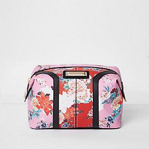 Roze en rood make-uptasje met bloemenprint