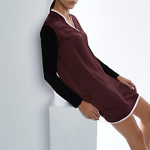 RI Studio burgundy contrast trim shift dress