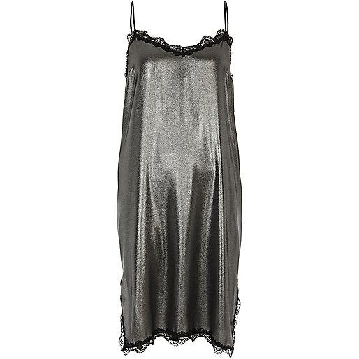 Robe mi-longue argenté métallisé à bordure en dentelle