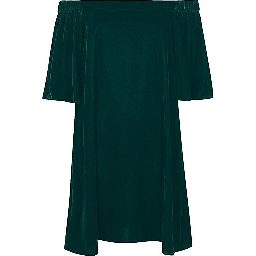 Robe trapèze en velours vert foncé à encolure bardot