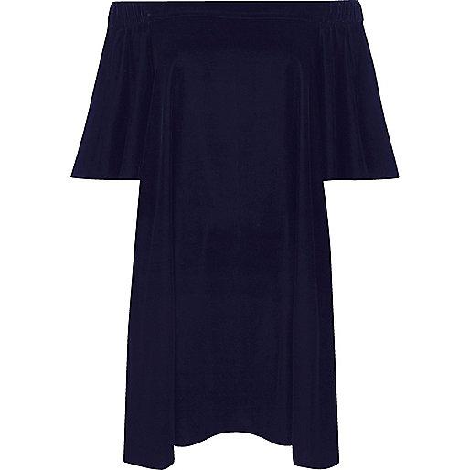 Robe trapèze en velours bleu marine à encolure Bardot