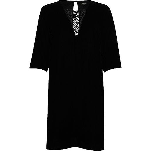 Robe trapèze en velours noire avec empiècement en dentelle