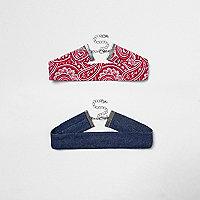 Lot de ras-de-cou, l'un en jean bleu, l'autre imprimé cachemire rouge