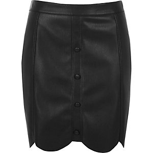 Black leather look scallop hem mini skirt