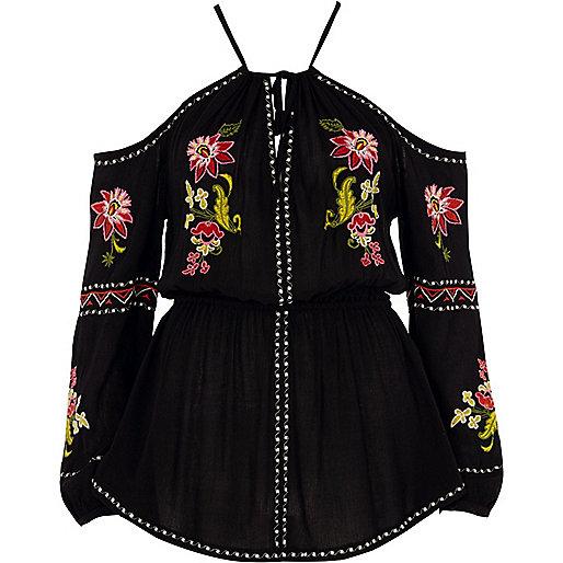 Top noir à fleurs brodées et épaules dénudées