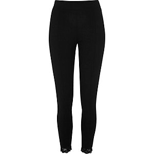 Zwarte legging van ponte-stof, met kant bij de enkel