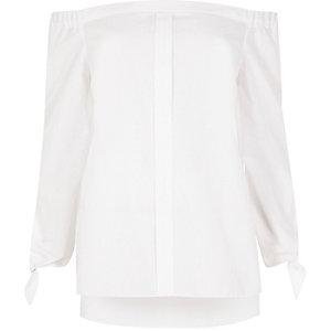 Wit bardotoverhemd met strikjes aan de mouwen