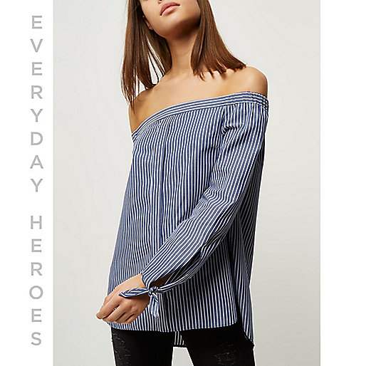 Chemise Bardot rayée bleu foncé à manches nouées