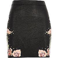Mini-jupe en cuir synthétique à fleurs noire