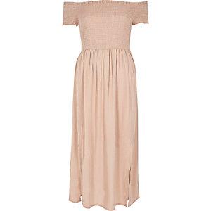 Robe longue rose clair plissée à encolure Bardot