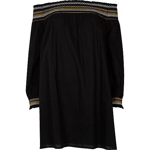 Robe Bardot brodée noire à smocks