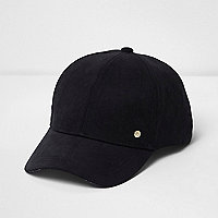 Schwarze, verzierte Kappe