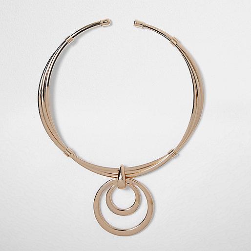 Collier doré avec pendentif cercle