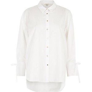 Weißes, legeres Hemd