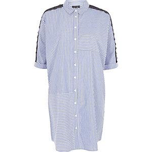 Blaues, gestreiftes Blusenkleid mit langen Ärmeln