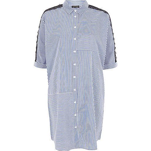 Robe chemise rayée bleue avec empiècement en dentelle aux manches