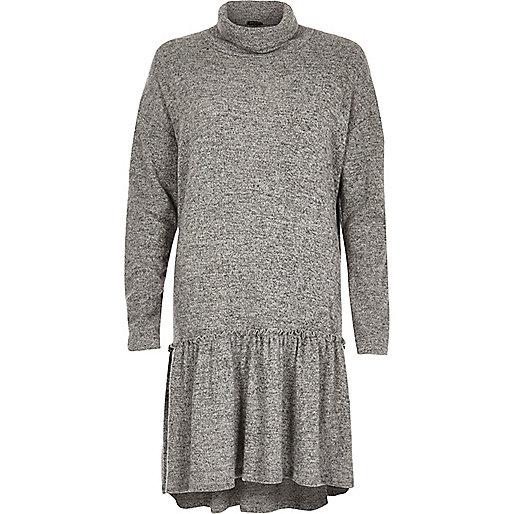 Robe grise à col montant et smocks